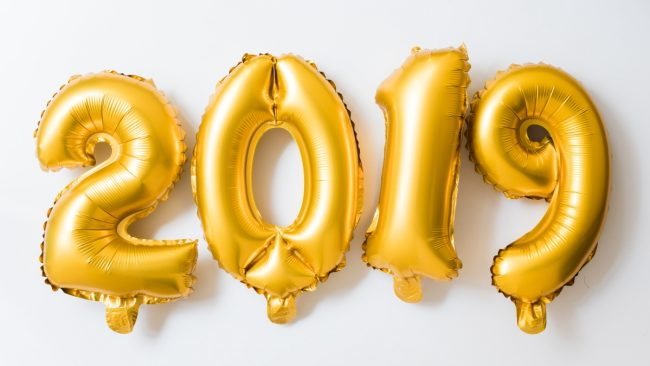 golf foil helium balloons indicating the year 2019